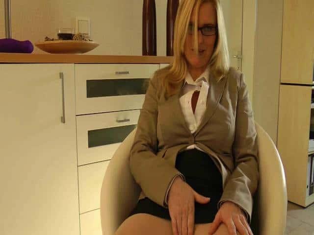 Deine Nylon-Sekretärin
