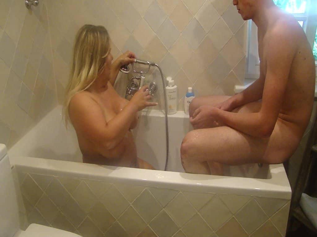 Sperma abduschen mit dem jungen Boy