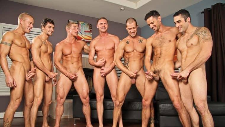 огромная компания голых парней обратились мне