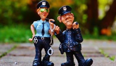 Silikonbrüste - zur Polizei oder nicht?