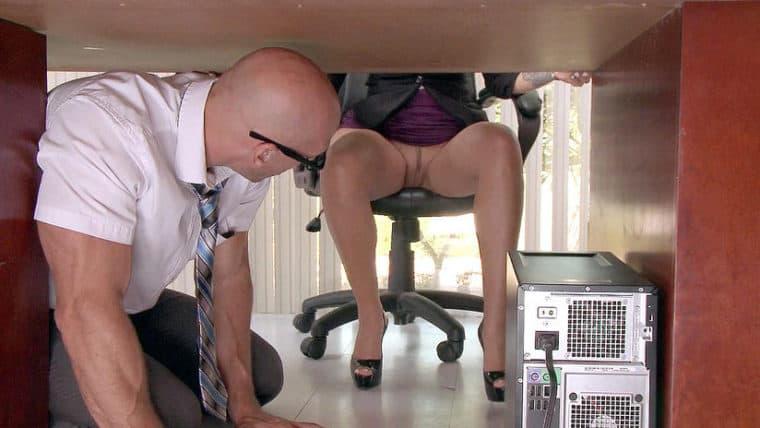 publicdisgrace erotik am arbeitsplatz